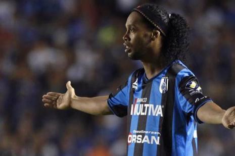 Ronaldinho'nun Meksika deneyimi şanssız başladı