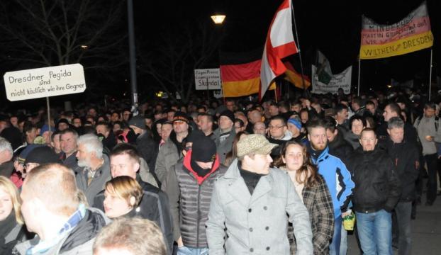 Almanyada İslam karşıtı gösteriler