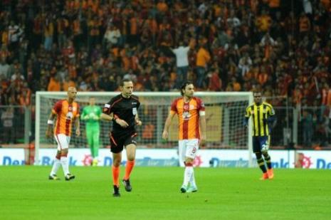 Galatasaraylılar galibiyeti Taksimde kutladı