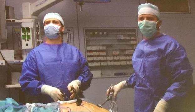 Türk profesörden Almanyada canlı yayında ameliyat