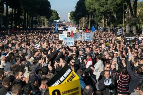 Arnavutluk'ta hükümet protestosu
