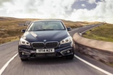 BMW 218i Active Tourer rakiplerine meydan okuyor