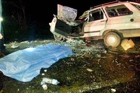 Bucakta trafik kazası: 2 ölü, 2 yaralı