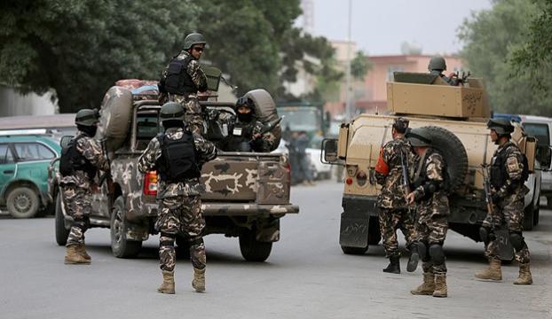 Taliban bankada onlarca sivili rehin aldı