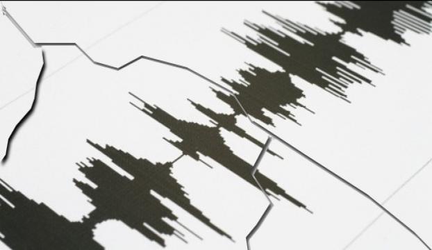 """Yunanistan """"2 depremle"""" sallandı"""
