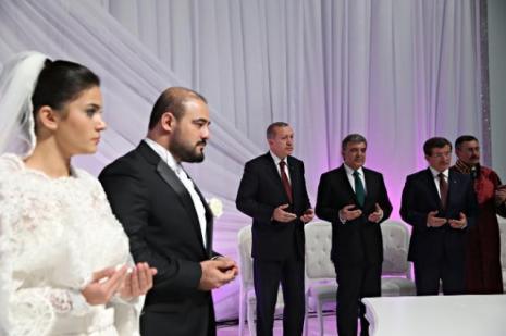 Devlet erkanını buluşturan düğün