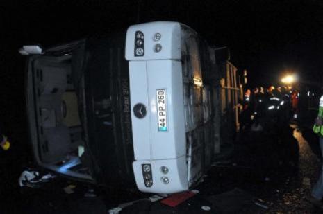 Erdoğanı koruyan polisler kaza yaptı 3 Şehit