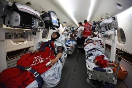 5'i çocuk, 17 Filistinli yaralı, askeri uçakla İzmir'e getirildi