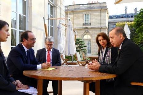 Erdoğan Fransız mevkidaşıyla görüştü