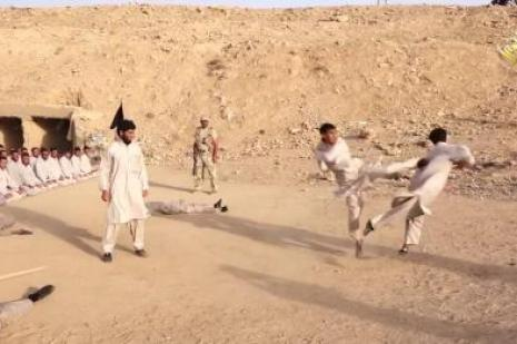 IŞİD kampında tekmeli eğitim