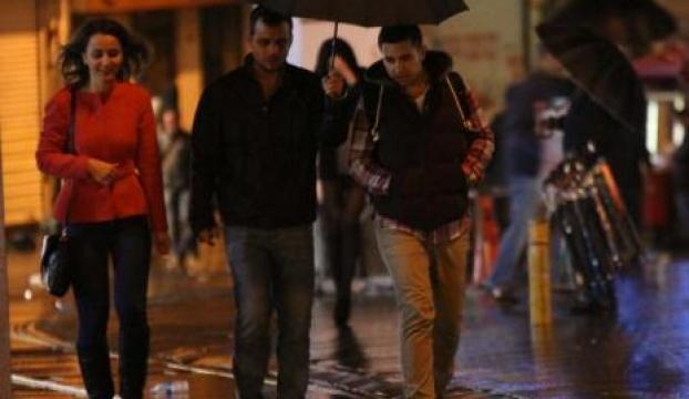 İstanbul geceyi yağmurlu geçirdi