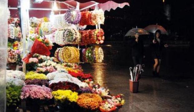 İstanbulda yağmur gece de sürdü