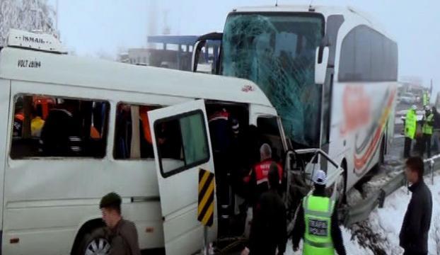 Öğretmen servisi ile yolcu otobüsü çarpıştı