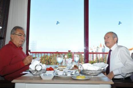 Kılıçdaroğlu, Baykal ile kahvaltı yaptı