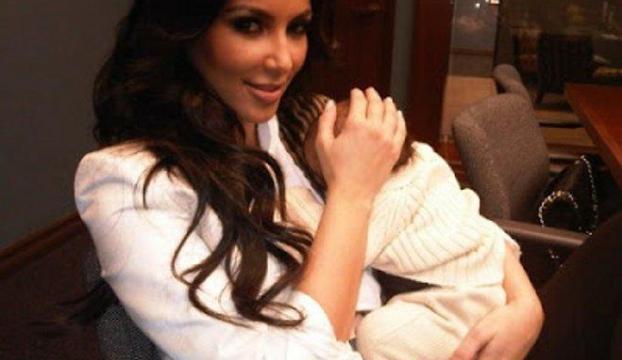 Kardashianın kızı soyunabilirmiş...