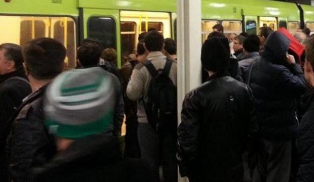 Metro arıza yaptı
