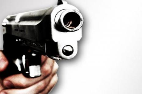 Polis tabancası kazayla ateş aldı:1 ölü