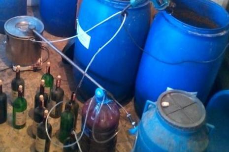 Pakistanda 27 kişi sahte içkiden öldü