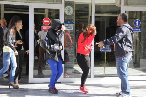 Sahte Türk kimliğiyle yakalandılar