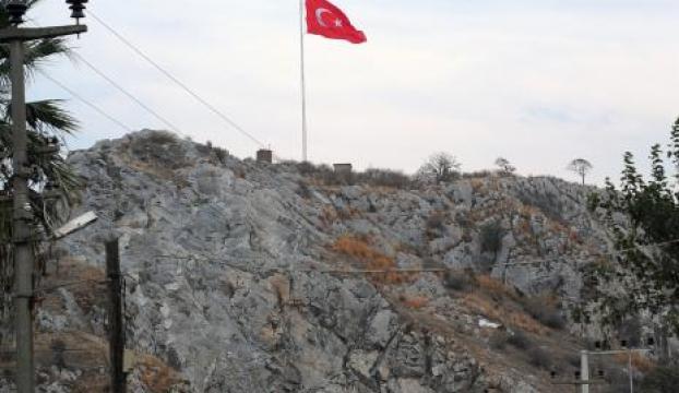 Seferihisara dev Türk bayrağı dikildi