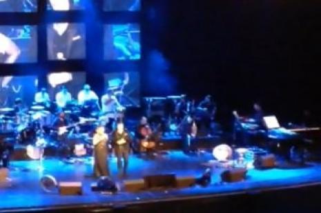 Sezen Aksu sahnede Mustafa Ceceli'ye zor anlar yaşattı