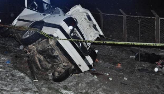 Sivasta feci kaza: 2 ölü, 3 yaralı