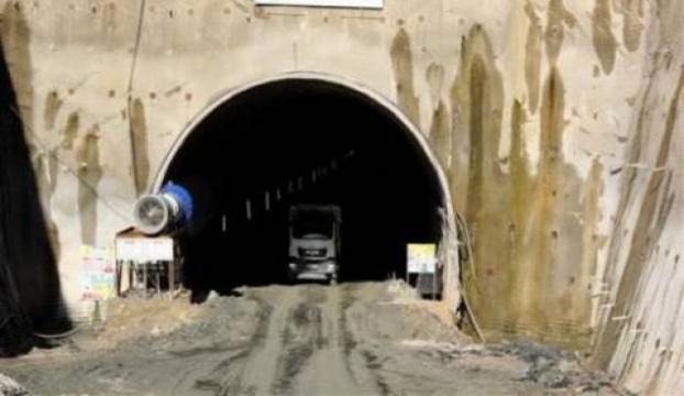 Çinde çöken tünel enkazında kalan 21 işçi kurtarıldı