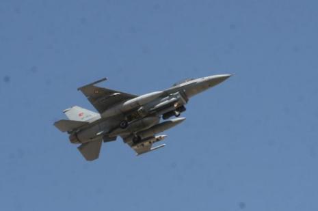 Türk F-16sına Suriye tacizi