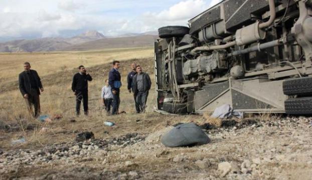 Yolcu otobüsü şarampole uçtu: 20 yaralı